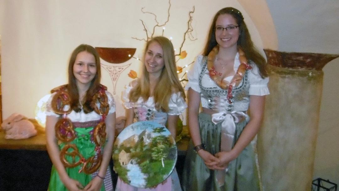 Jugendkönige von links nach rechts.: Sabrina Wolfertstetter, Sabrina Huber, Daniela Aigner