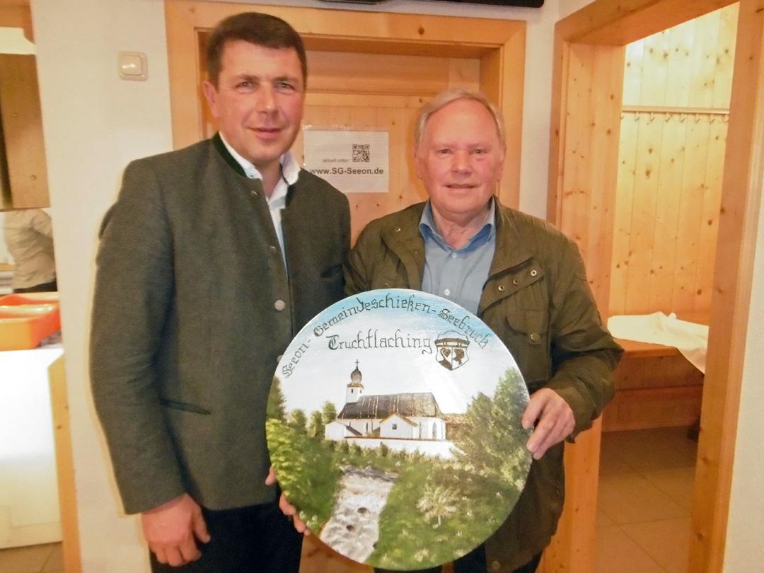 Gewinner der Wanderscheibe von links: Bürgermeister Bernd Ruth, Hermann Hofstetter