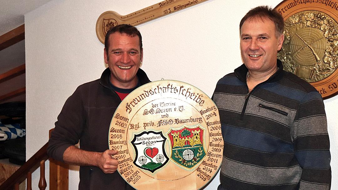 von links nach rechts: Die beiden Schützenmeister Andreas Willenberg und Michael Huber jun.