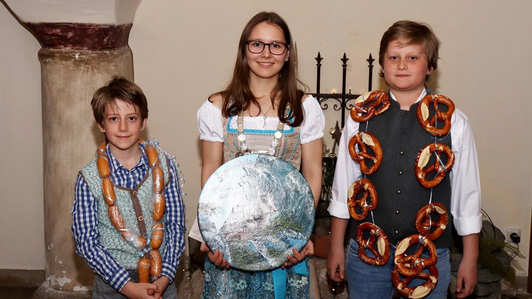 Jungschützenkönige von links nach rechts: Maximilian Spring, Sabrina Wolfertstetter, Sebastian Spring